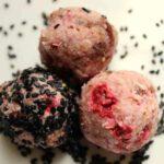 Rohkost Erdbeer-Kokos-Sesam-Kugeln