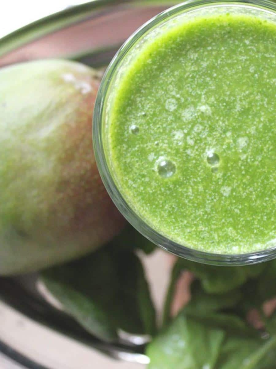 Gesunder gruener smoothie clean eating detox