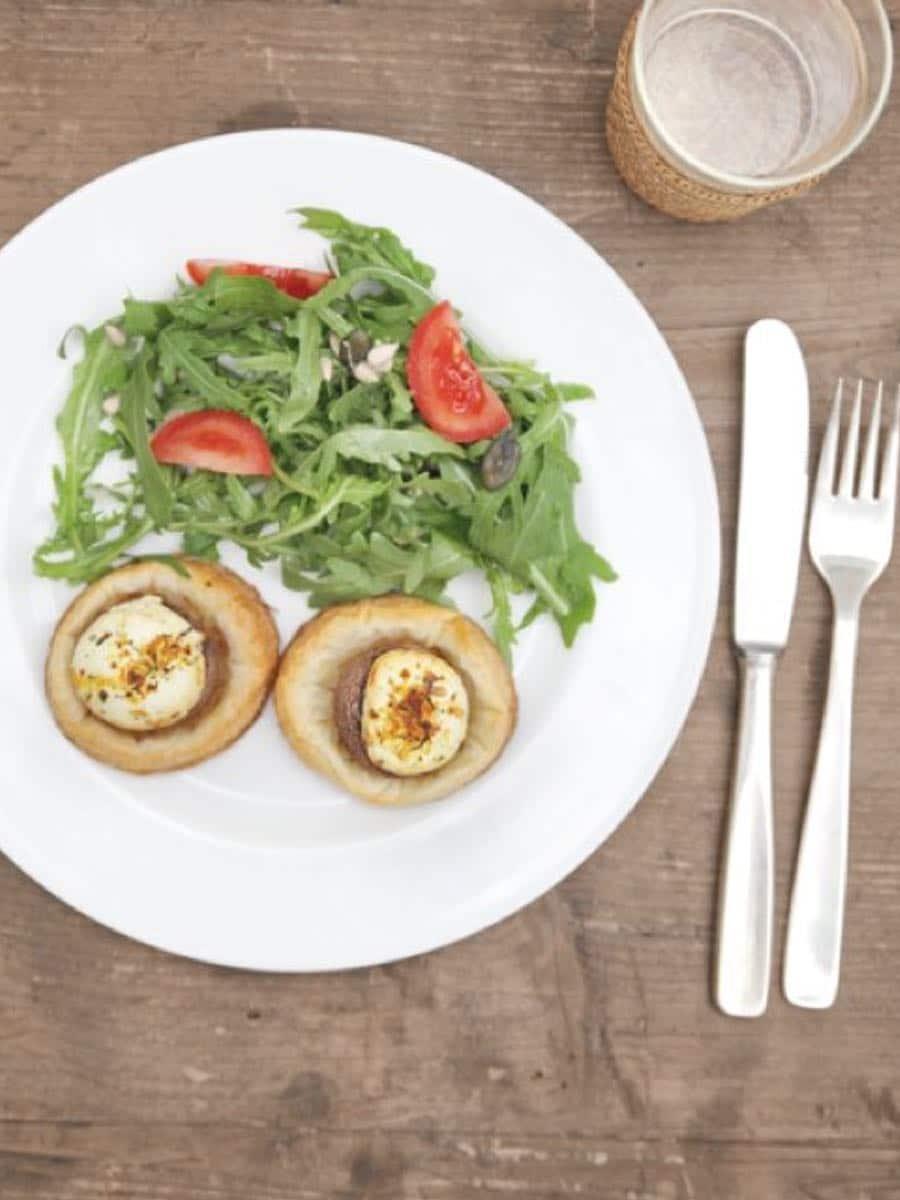 Teller mit basischen Lebensmitteln