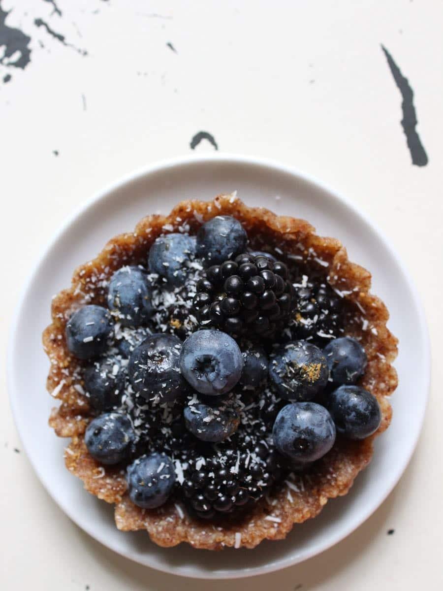Rohkost Mandel-Beeren-Tartelette ohne Zucker