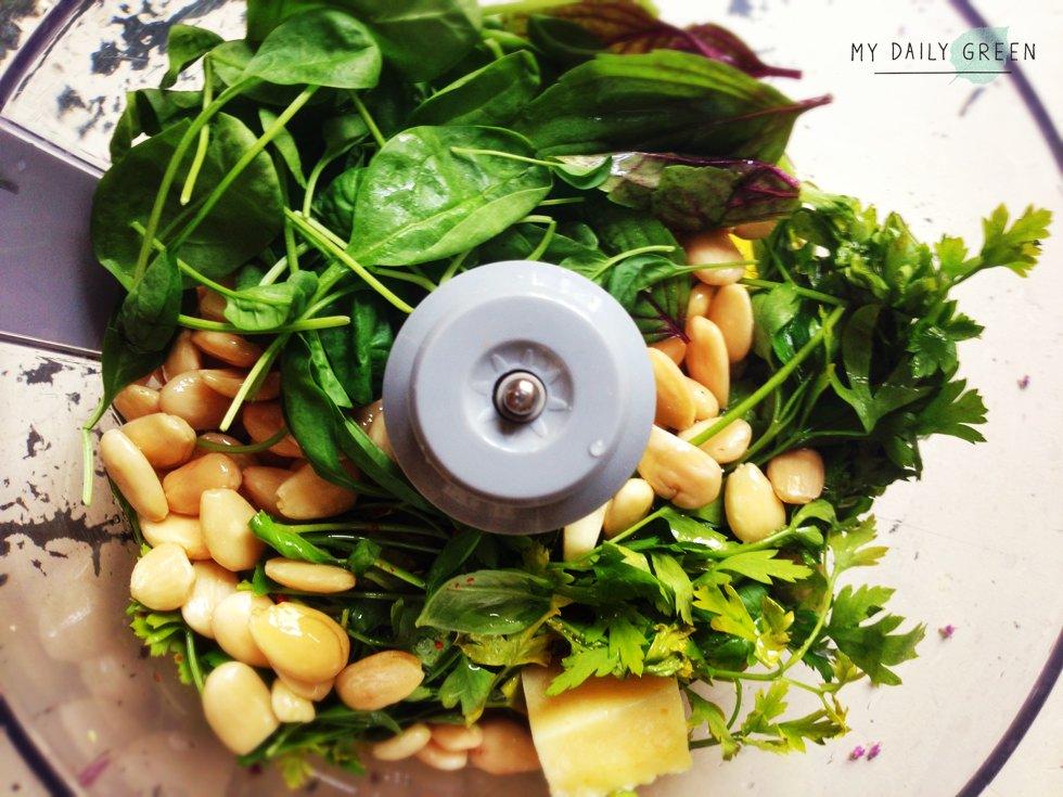 Gesundes Rezept gruenes Pesto in Kuechenmaschine