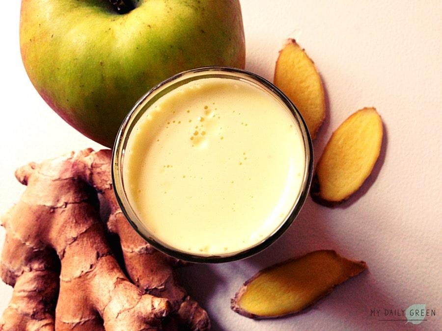 Glas mit Apfel-Ingwer-Shot-entgiften-detox