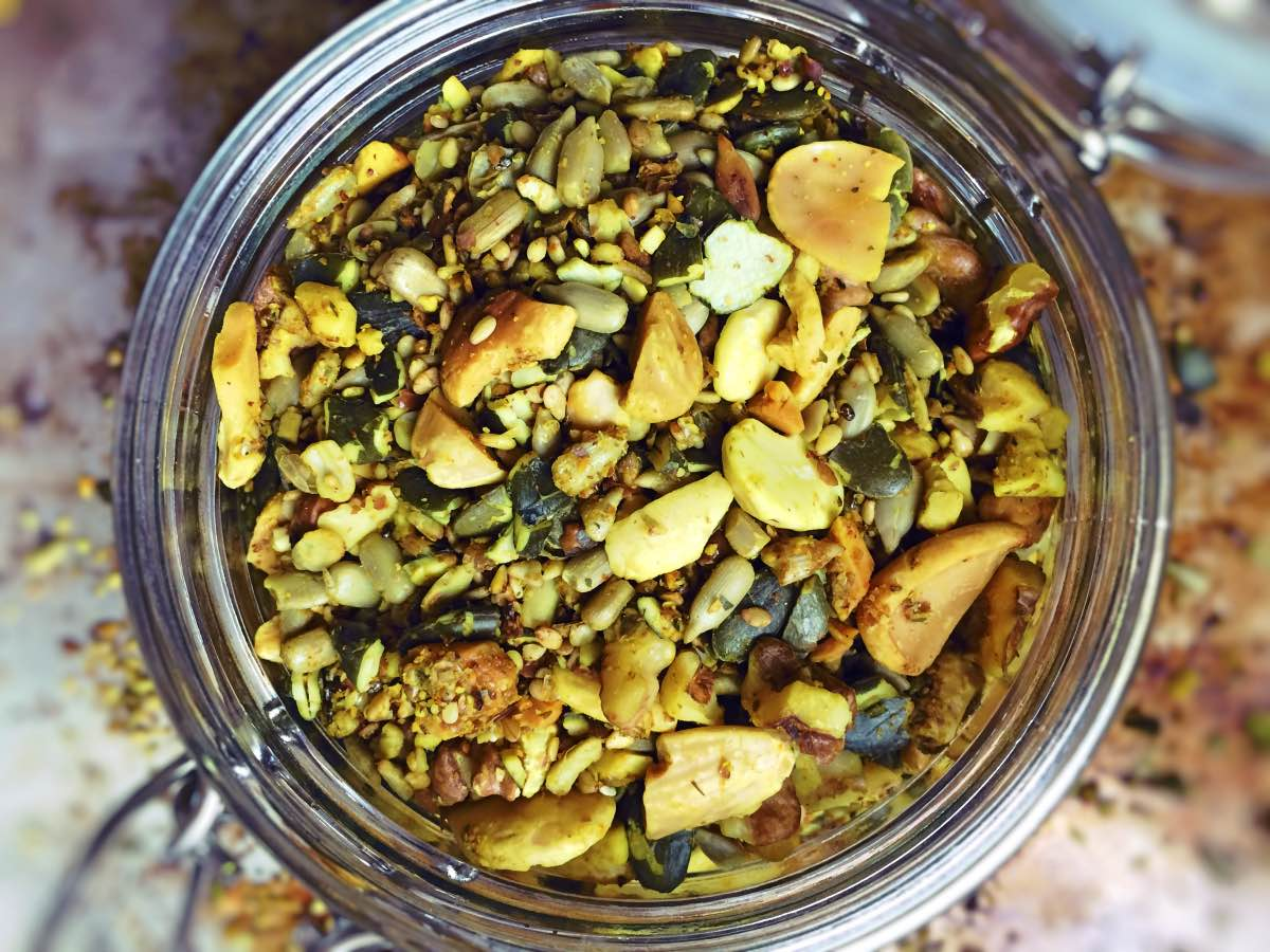 Schraubglas mit Nuss Samen Mix